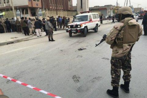 Під час вибуху в мечеті Кабула загинули 27 людей, десятки поранені