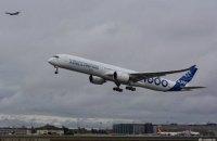Airbus впервые поднял в воздух новый самолет A350-1000