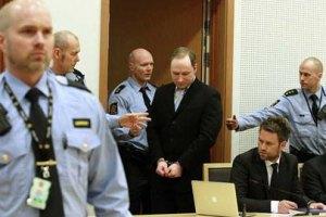 Брейвік нарікає, що його висміюють у суді