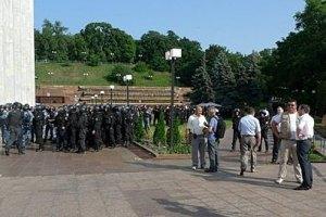 """""""Беркут"""" почав штурмувати Український дім"""