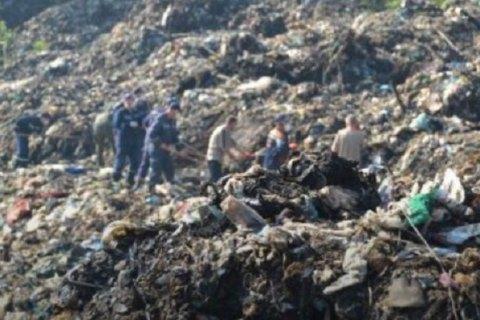 На сміттєзвалищі, що горіло біля Львова, знайшли тіло третього рятувальника