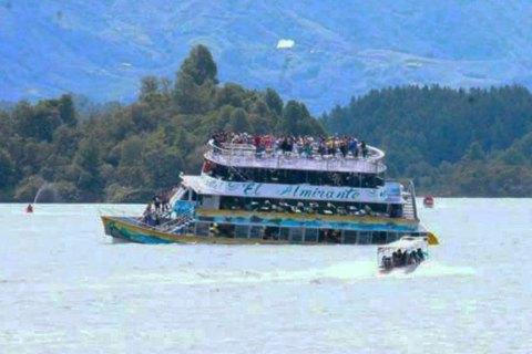 У Колумбії затонуло прогулянкове судно з туристами