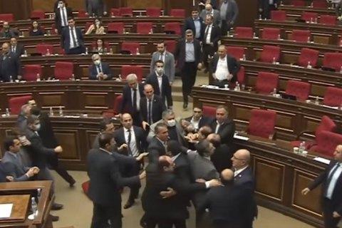 У парламенті Вірменії відбулася масова бійка