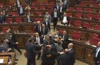 В парламенте Армении произошла массовая драка