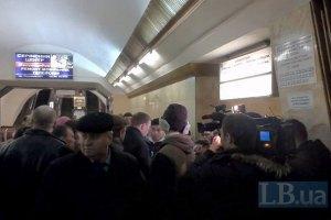 """У Києві на станції метро """"Либідська"""" людина впала під поїзд (оновлено)"""