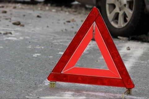 В Киеве Mercedes сбил полицейскую на пешеходном переходе и скрылся