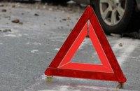 """У Києві """"Mercedes"""" збив поліцейську на пішохідному переході і втік"""
