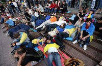 Захисники української мови вистояли третю ніч під Українським домом
