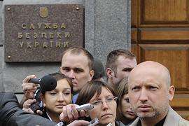 Турчинова допросили в СБУ (ФОТО + ВИДЕО)