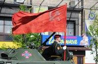 По Крещатику красный флаг пронесли впереди сине-желтого