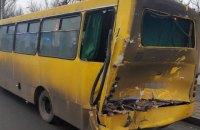 У Києві вантажівка врізалася в маршрутку, постраждали п'ятеро пасажирів