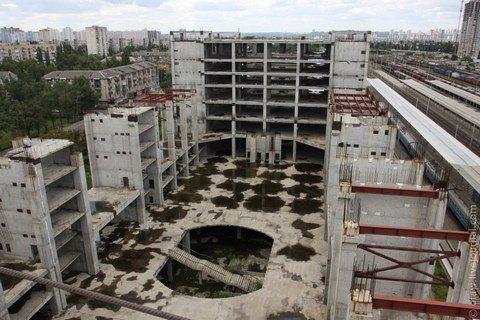 """""""Укрзализныця"""" решила разморозить недострой Дарницкого вокзала"""