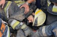 В Днепре во время тушения пожара на спасателей упала крыша