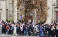 Под офисом Нацсовета подрались противники и защитники телеканала NewsOne
