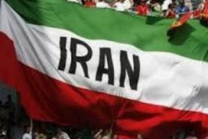 Иранского президента забросали яйцами и ботинками