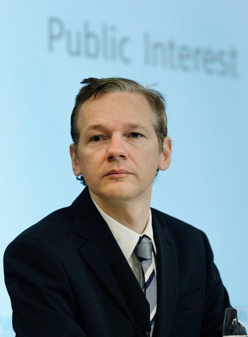 Основатель Wikileaks Джулиан Ассанж, во время своей пресс-конференции в Лондоне, 23 октября 2010.