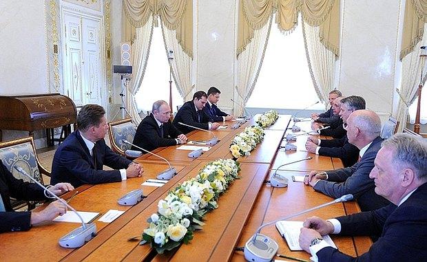 Встреча Путина с главой компании Royal Dutch Shell Беном ван Берденом