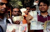 Жители Индии опустошили банкоматы из-за отмены крупных купюр