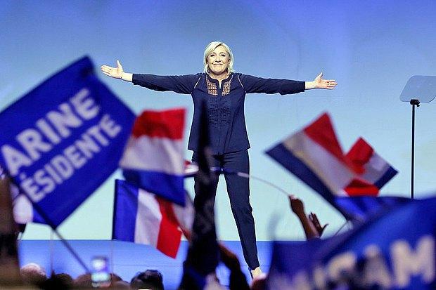 Марин Ле Пен во время встречи с избирателями в г.Мец, 18 марта 2017