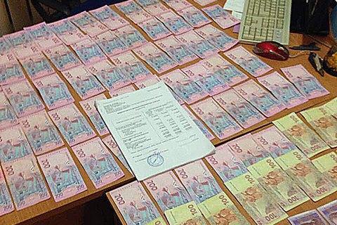Поліція затримала бізнесмена за дачу хабара голові селищної ради в Донецькій області