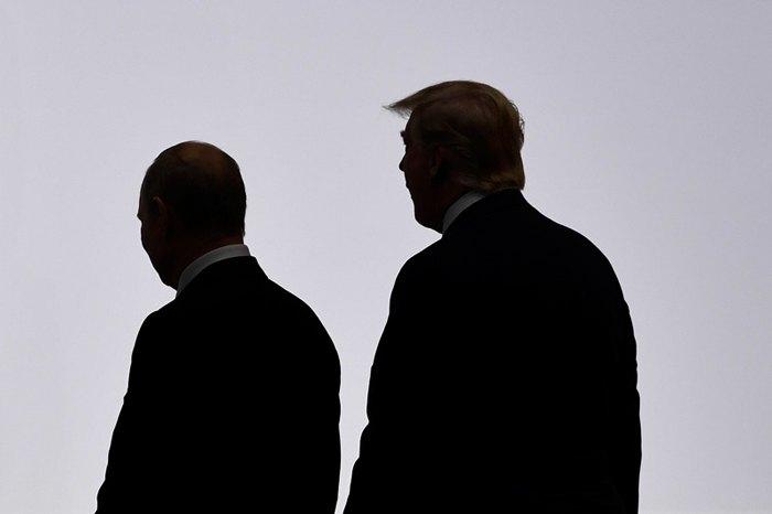 Президент Сша Дональд Трампи и президент России Владимир Путин во время встречи на саммите в Осаке