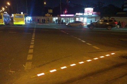 В Киеве возле ВДНХ выложили пешеходный переход LED-брусчаткой