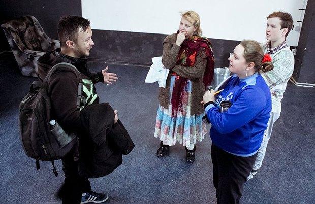 Ирма Витовская(в центре) и Паша Арье(слева)