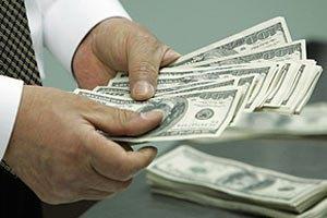 Отток валюты за рубеж зафиксирован третий месяц подряд