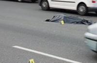 У Києві пішохід намагався перебігти шість смуг швидкісного руху і залишився без голови