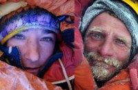 Одну з двох альпіністів, які застрягли в Гімалаях на висоті 7 тис. метрів, врятували
