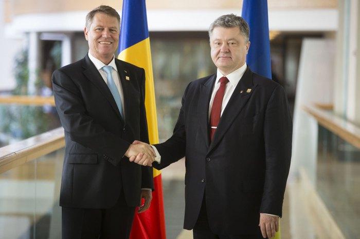 Президент України Петро Порошенко зустрівся із президентом Румунії Клаусом Йоханнісом під час робочого візиту на Мальту, 30 березня 2017.