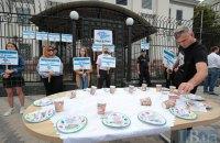 Под посольством РФ прошла акция в честь исчезнувших людей в оккупированном Крыму