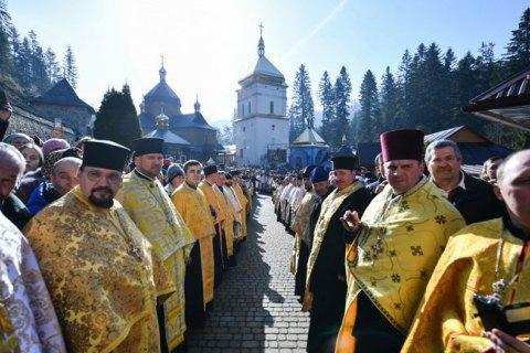 Мінімум релігії. Що українці думають про церкву і її роль у державі