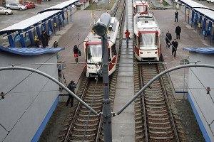 Азаров угрожает закрыть скоростной трамвай на Троещину