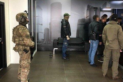 """СБУ прийшла з обшуком у БЦ """"Парус"""" у справі про розкрадання в КМДА"""