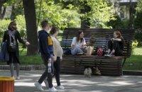 Кабмін дозволив українцям збиратися групами до восьми осіб