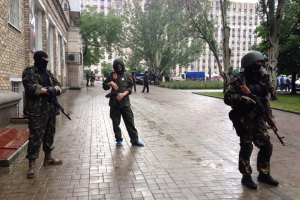 Озброєні люди захопили будівлю прокуратури Донецька