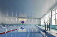 """На спортбазе """"Олимп"""" в Кременной открыли бассейн и зал для тяжелой атлетики"""