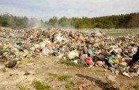 В Житомирской области задержали грузовик, выгружавший львовский мусор