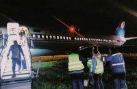 """В аэропорту """"Киев"""" Boeing с 139 пассажирами выкатился за пределы посадочной полосы"""