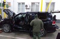 В Закарпатской области задержали контрабандиста сигарет на авто с дипломатическими номерами и документами почетного консула