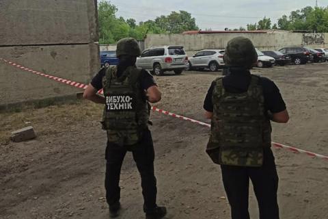 На Луганщині під службовим авто СБУ виявили саморобну бомбу, - поліція