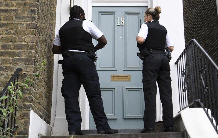 Поліція біля будинку Домініка Каммінгза в Лондоні