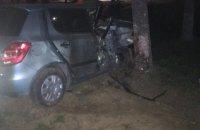 В Ужгороді п'яна водійка в'їхала в дерево, загинула 19-річна пасажирка