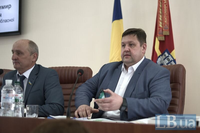 Голова Житомирської ОДА Ігор Гундич (праворуч) на сесії Житомирської облради