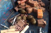 В Бахмуте полиция оставила автомобиль с арсеналом боеприпасов