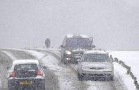 Снегопады в Великобритании заблокировали движение транспорта