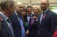 Депутаты пришли сегодня в Раду с розовыми ленточками