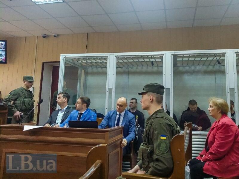 Екс-беркутівці та їх адвокати під час судового засідання