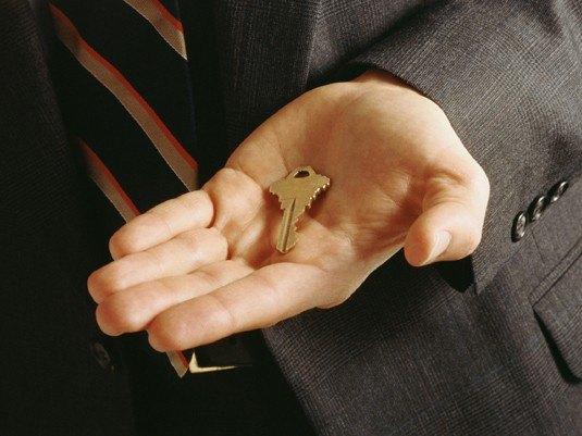 Помощь от депутата взамен на ключ от квартиры